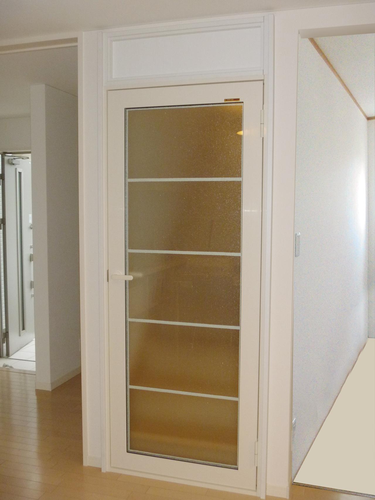 階段上り口 YKK内窓プラマードU開き窓テラス+エコ窓 施工後(1階リビング側)