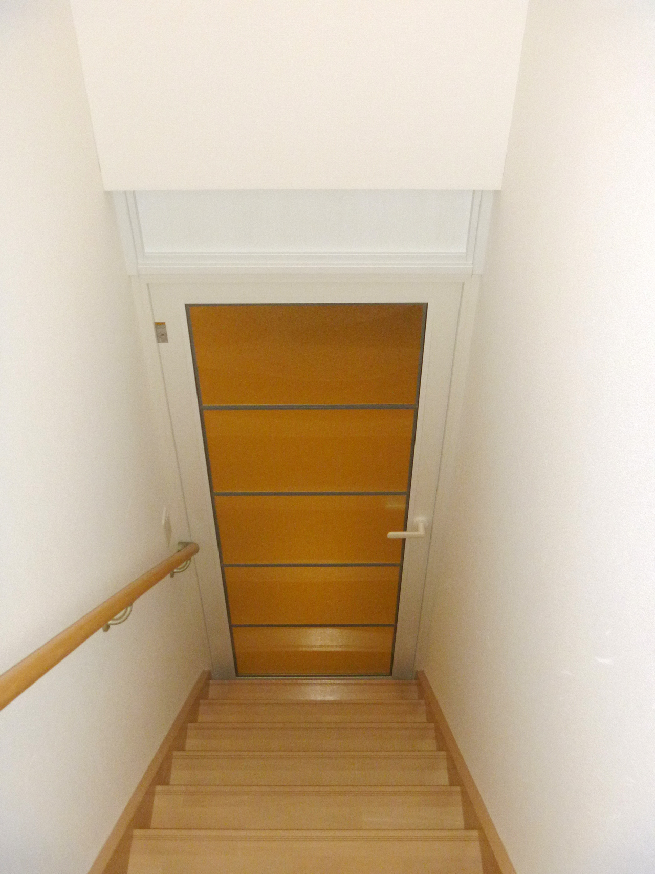 階段上り口 YKK内窓プラマードU開き窓テラス+エコ窓 施工後(階段室側)