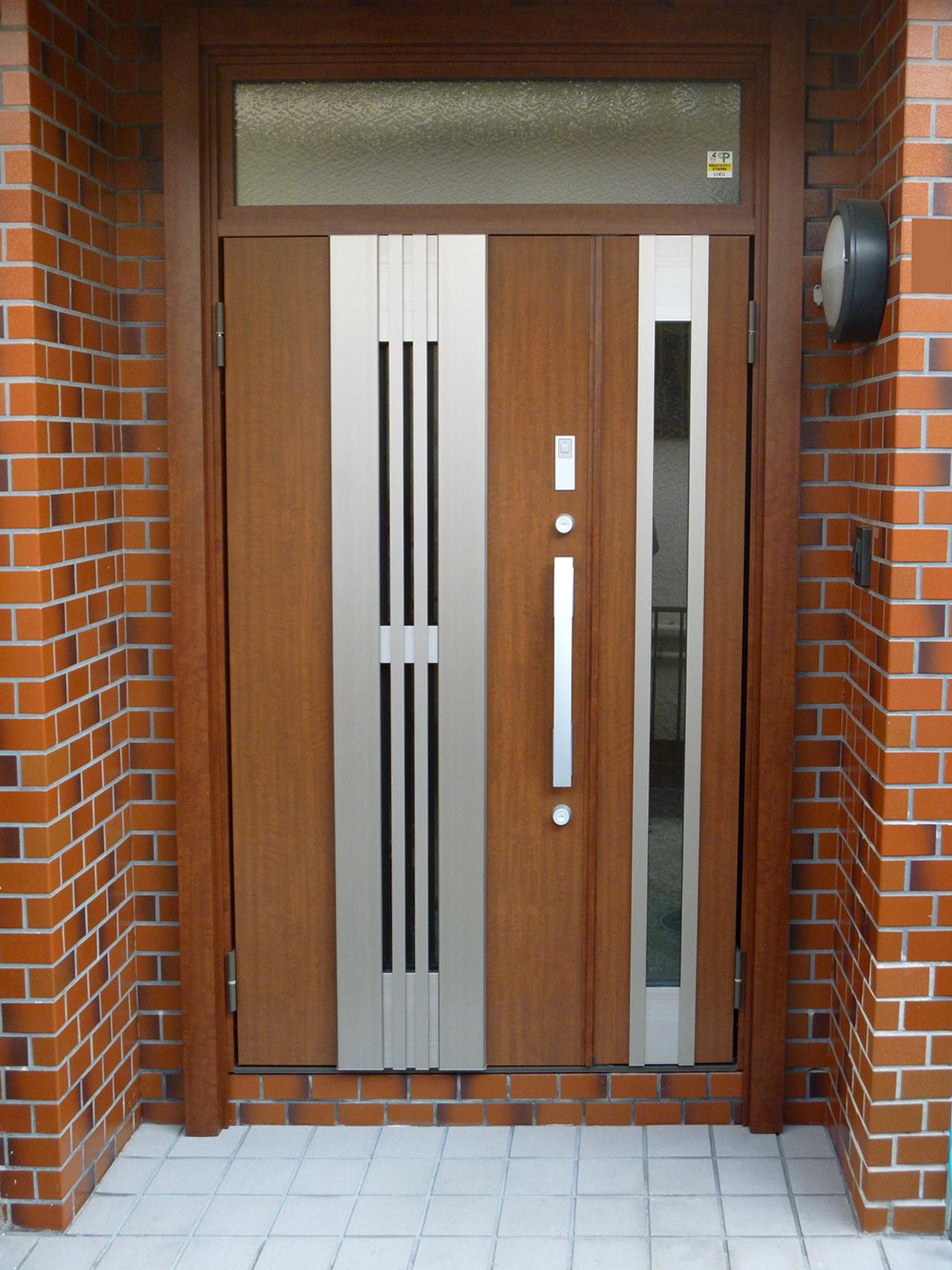 05完成:玄関ドアリフォーム施工後
