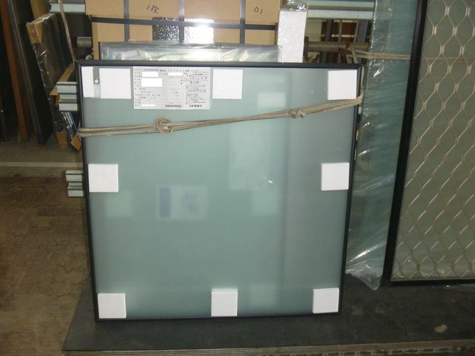 発送前の真空ガラスクリアFIT -すりガラス