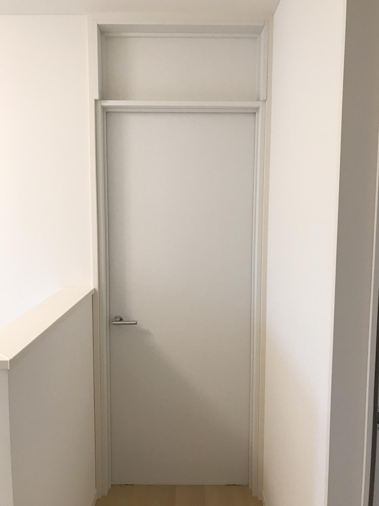 2階寝室室内防音ドア施工後(廊下側)