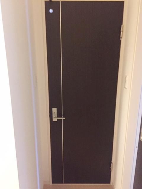 施工前のトイレドア
