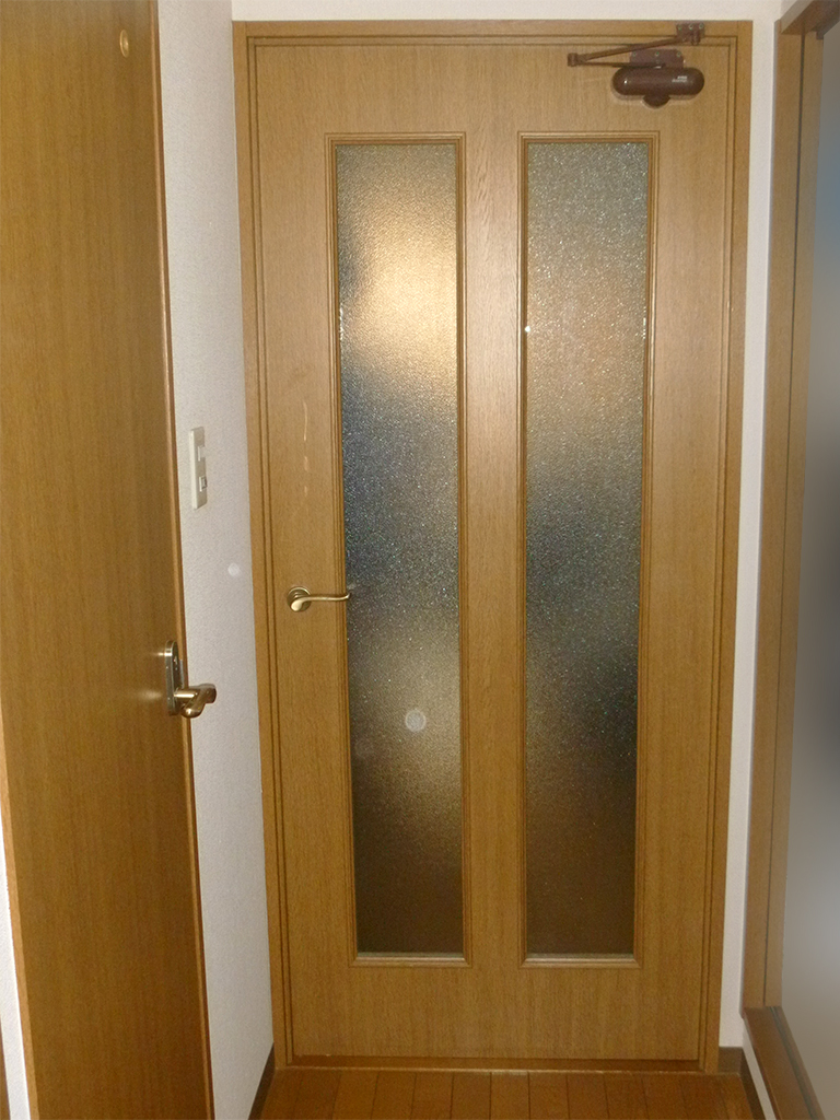 施工前のドア(部屋外)