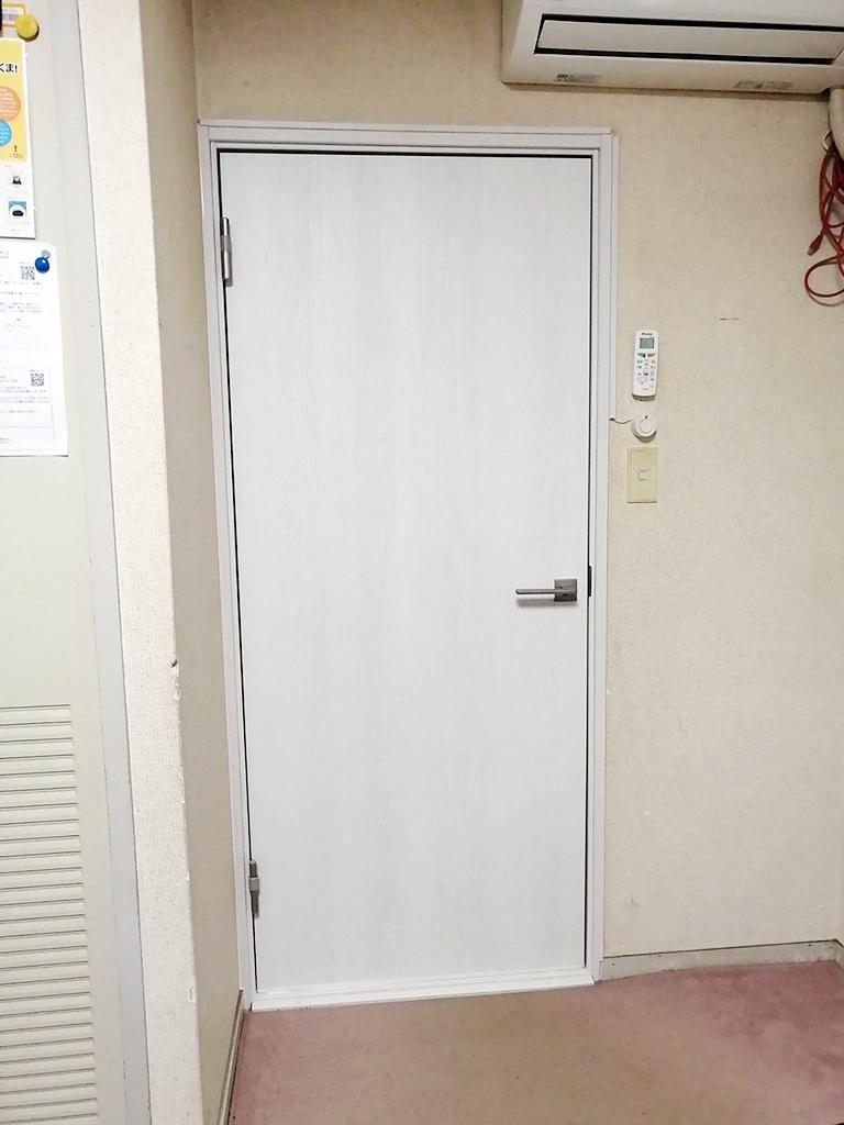 室内防音ドア施工後(部屋内)