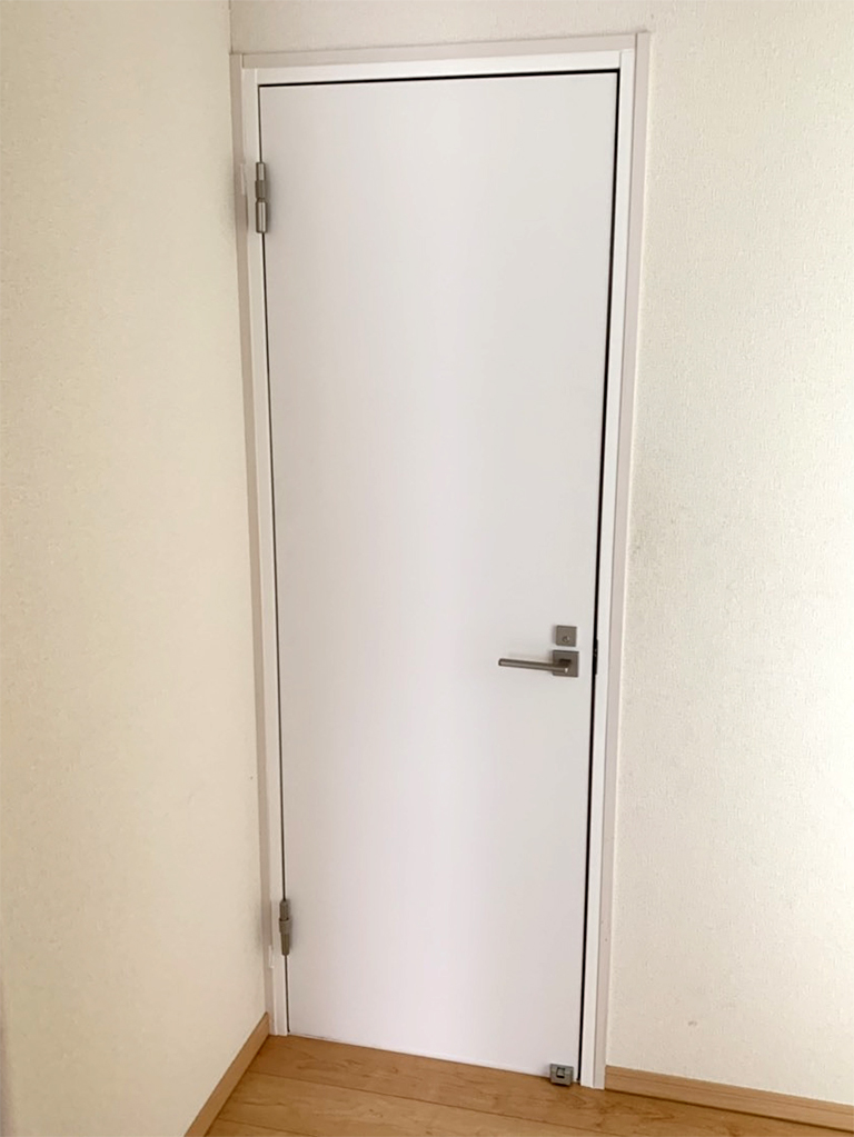 室内防音ドア施工後(部屋外)