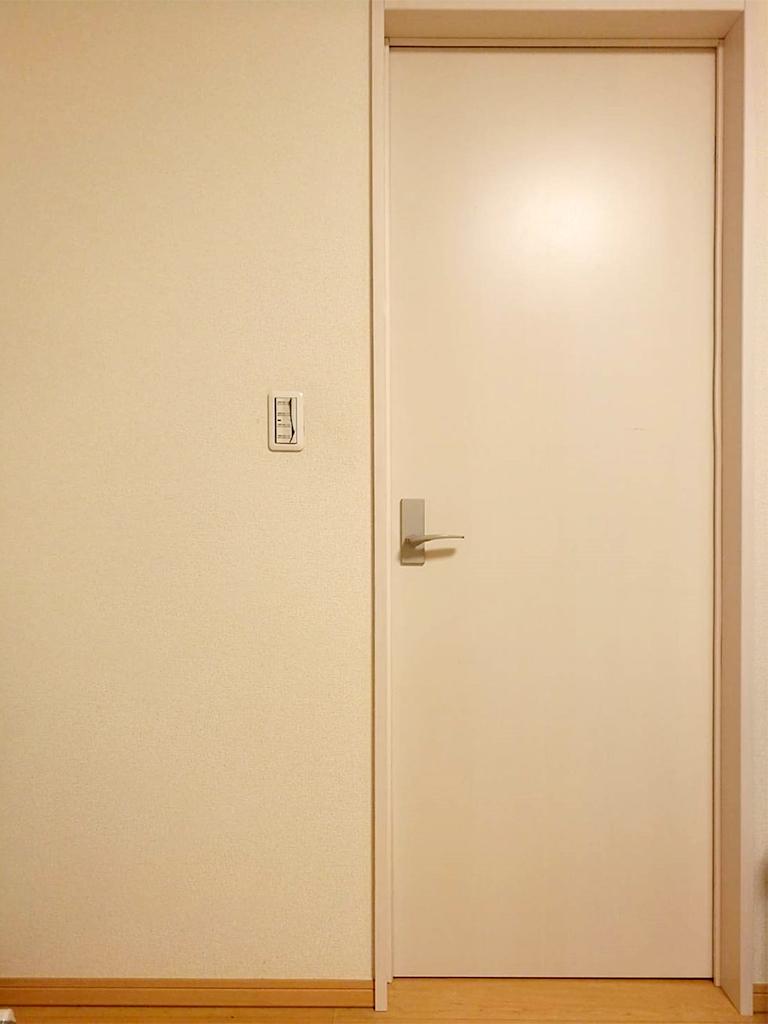 施工前の既存ドア(部屋内)