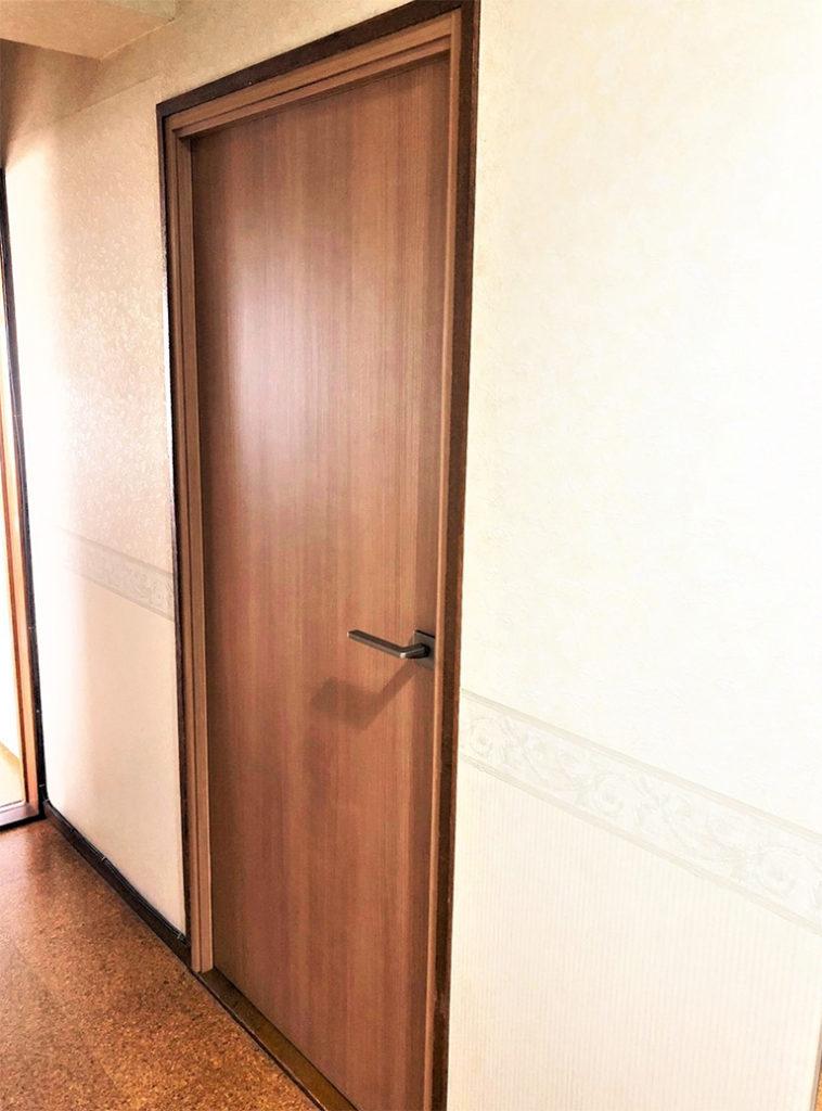 室内防音ドアDIY施工後(廊下側)