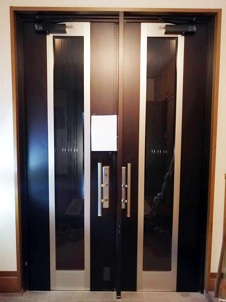 設置前の玄関ドア